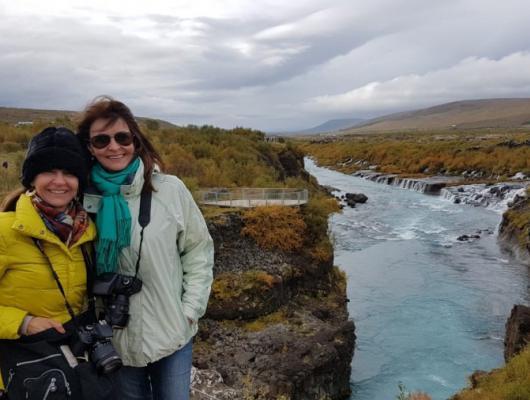 Valderez e Irene Anzanello - Barnafoss Iceland